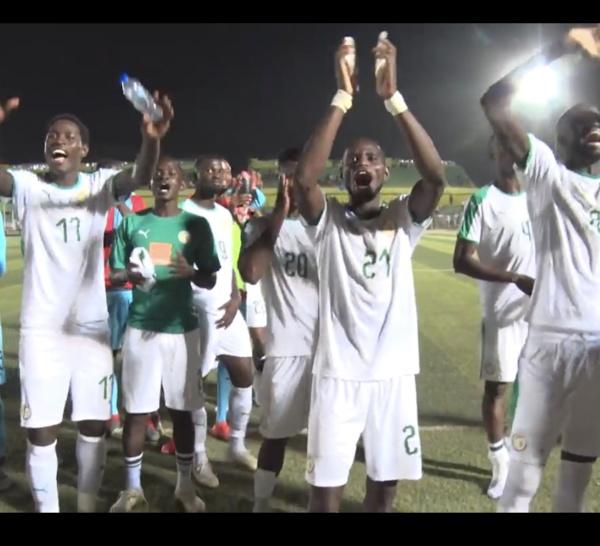 Après la victoire de l'équipe du Sénégal, des chants et pas de danse sur la pelouse du stade de Khartoum