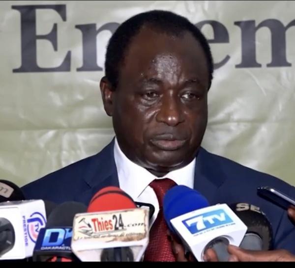 """Thiès : Ibrahima Macodou Fall lance les activités de son mouvement """" ADEVIT"""" en apportant son soutien au chef de l'État"""