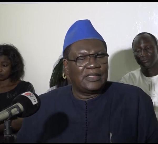 Me Ousmane Ngom : « Je ne suis pas sûr que Karim Wade sera arrêté dès sa descente de l'avion »