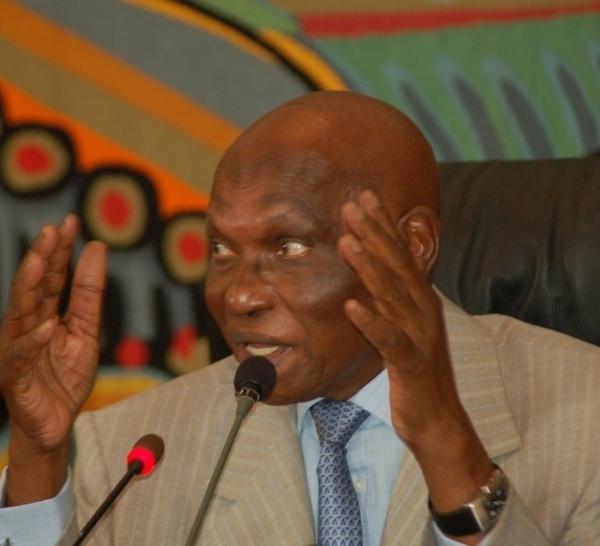 [ LIVE ] Suivez minute par minute le discours du président Abdoulaye Wade.