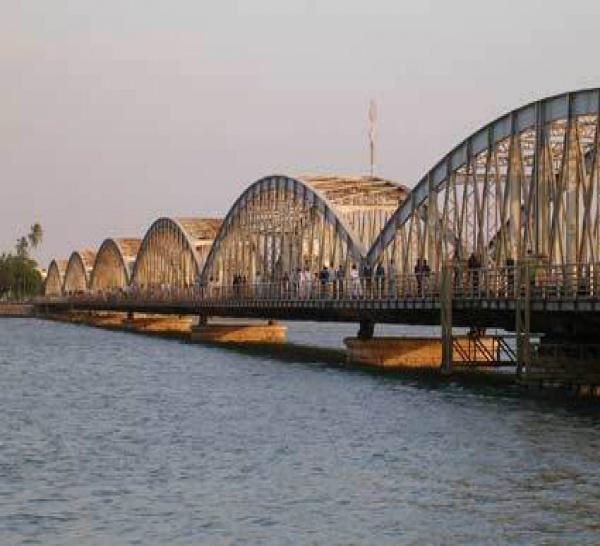 La dernière travée du Pont-Faidherbe de Saint-Louis a été posée.