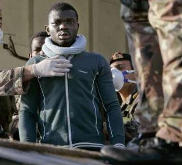 Italie: accrochages entre police et demandeurs d'asiles, 35 blessés