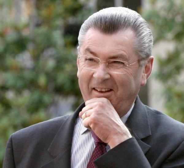 Henri de Raincourt : ''C'est aux Sénégalais de dire si Wade peut se présenter en 2012''