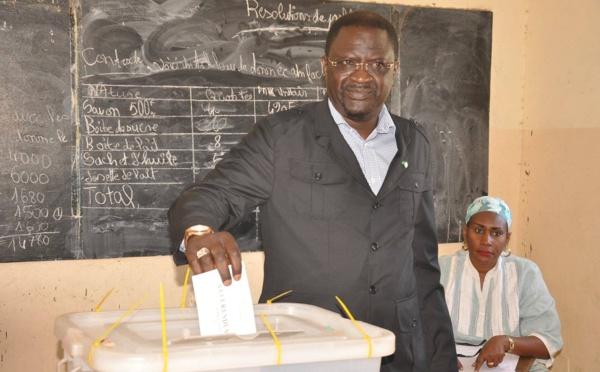 MÉDINA : Le Dr Papa Abdoulaye Seck fait tonner le Oui face à Bamba Fall