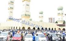 Les images de la levée du corps de la mère du ministre Amadou Ba à la mosquée Omarienne.