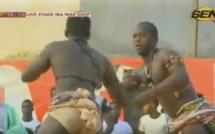 """Vidéo : """" Boy Djiné """", le mari de la danseuse N'dèye Guèye mis KO"""